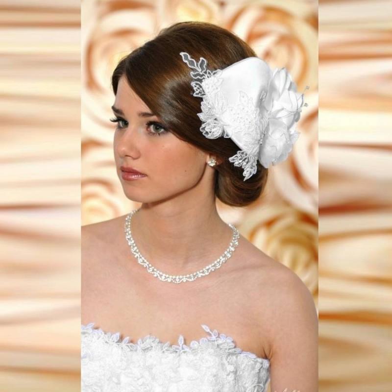 Accessoire de coiffure dentelle pour la mariée