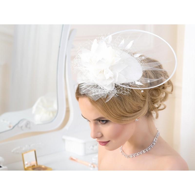 Petit chapeau mariée tulle fleur plumes