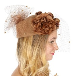 Chapeau feutre voilette et fleurs camel