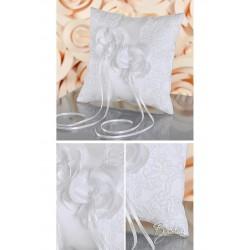 Coussin porte alliances application dentelle fleurs perles