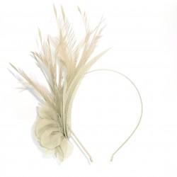 Chapeau mariage Accessoire de coiffure en sisal et plumes ivoires
