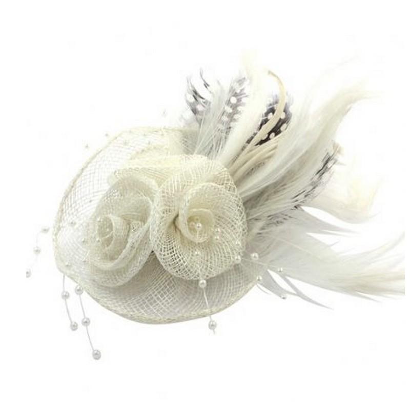 Chapeau mariage Accessoire de coiffure ou broche en sisal et plumes ivoire