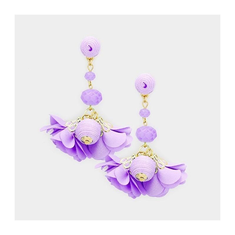 Boucles d'oreilles pendantes fleurs et perles violet