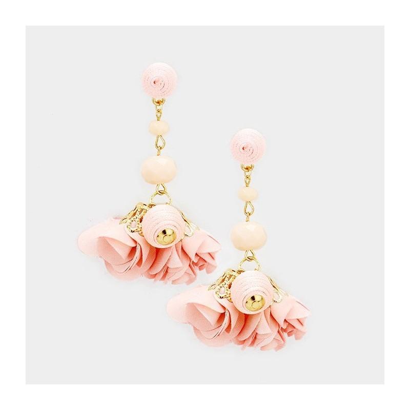 Boucles d'oreilles pendantes fleurs et perles peche saumon
