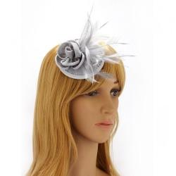 Chapeau mariage Bibi cheveux fleur et plumes gris clair