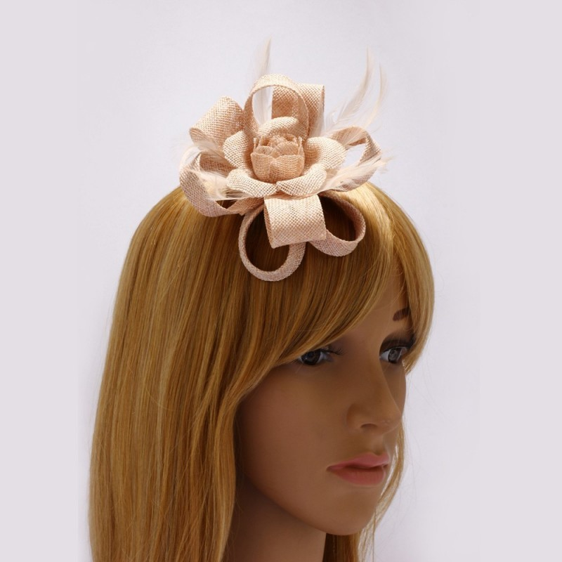 Bibi cheveux noeud fleur et plumes nude