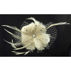 Chapeau mariage Fleur cheveux plumes strass et voilette ivoire