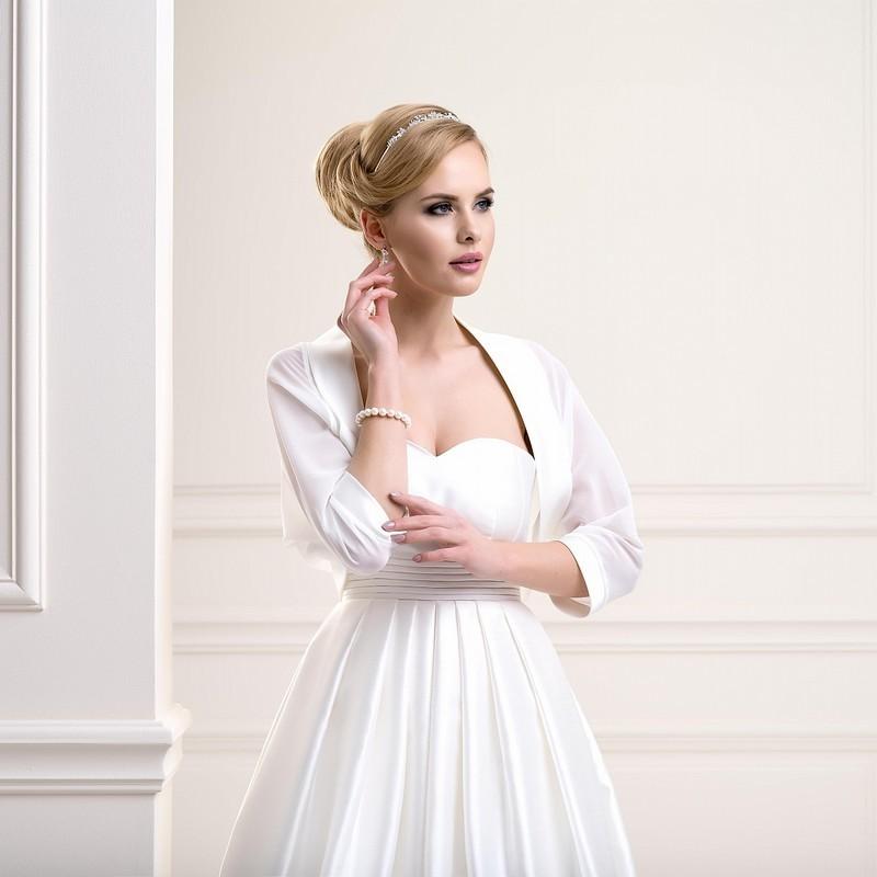 veste mariage chauve souris voile et bordure satin, bolero mariage blanc ou ivoire transparent, bolero mariée voile et satin